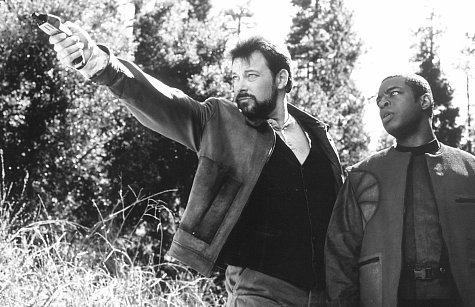 Jonathan Frakes and LeVar Burton in Star Trek: First Contact (1996)