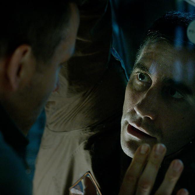 Ryan Reynolds and Jake Gyllenhaal in Life (2017)