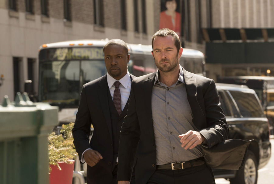 Blindspot S02E20 – In Words, Drown I