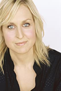 Aktori Annie Sertich