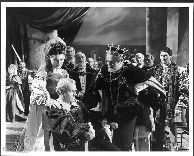 Laurence Olivier, Eileen Herlie, and Basil Sydney in Hamlet (1948)