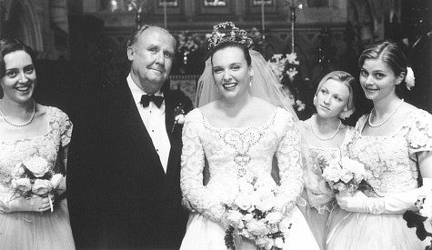 Toni Collette, Roz Hammond, Bill Hunter, Belinda Jarrett, and Sophie Lee in Muriel's Wedding (1994)