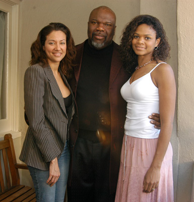 Idalis DeLeon, Kimberly Elise, and T.D. Jakes at Woman Thou Art Loosed (2004)