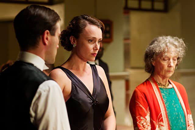 Keeley Hawes and Ed Stoppard in Upstairs Downstairs (2010)