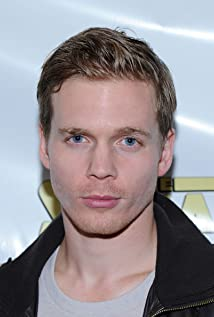 Aktori Tyler Elliot Burke
