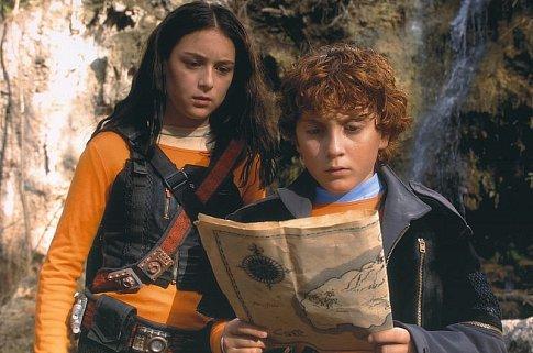 Daryl Sabara and Alexa PenaVega in Spy Kids 2: Island of Lost Dreams (2002)
