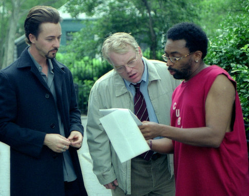 Philip Seymour Hoffman, Spike Lee, and Edward Norton in 25th Hour (2002)