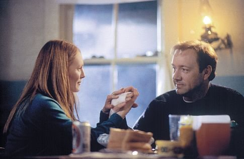 Julianne Moore and Kevin Spacey in The Shipping News (2001)