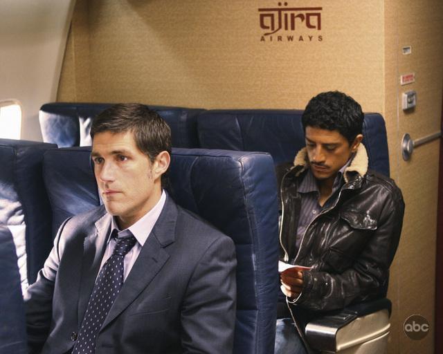 Matthew Fox and Saïd Taghmaoui in Lost (2004)