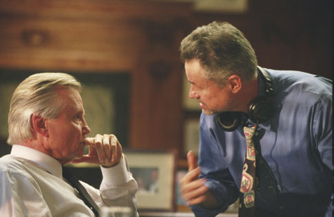 Jon Voight and Jonathan Demme in The Manchurian Candidate (2004)