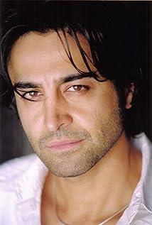 Aktori Nicholas Guilak
