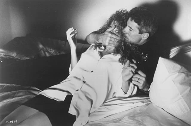 Richard Gere and Nancy Travis in Internal Affairs (1990)