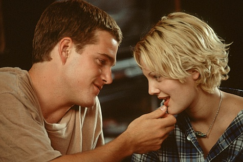 Drew Barrymore and Chris O'Donnell in Mad Love (1995)