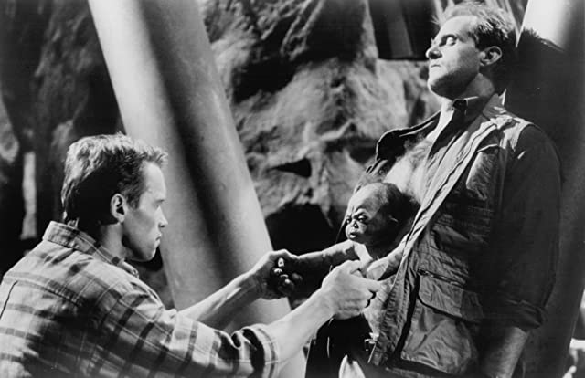 Arnold Schwarzenegger and Marshall Bell in Total Recall (1990)