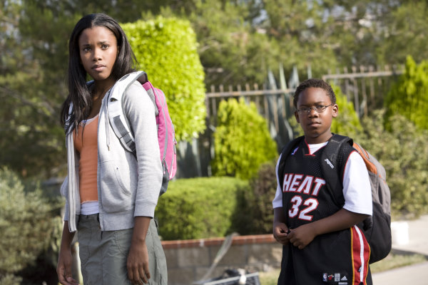 Jaishon Fisher and Regine Nehy in Lakeview Terrace (2008)