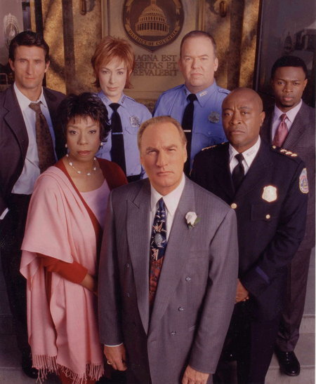 Craig T. Nelson, Roger Aaron Brown, Wayne Duvall, Jonathan LaPaglia, Elizabeth Marvel, Lynne Thigpen, and Sean Patrick Thomas in The District (2000)