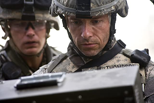 Guy Pearce and Brian Geraghty in The Hurt Locker (2008)