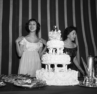 Marlo Thomas at her birthday party with her mother, Rose Marie circa 1958