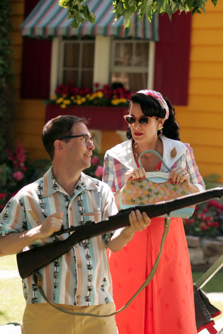 Carrie-Anne Moss and Tim Blake Nelson in Fido (2006)