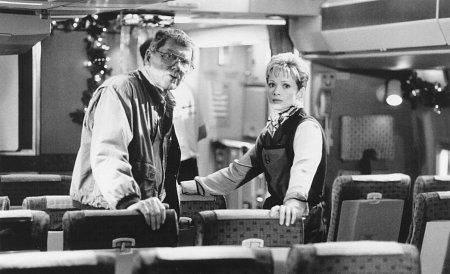 Lauren Holly and Robert Butler in Turbulence (1997)