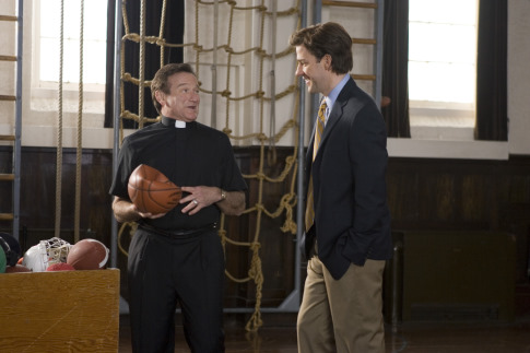 Robin Williams and John Krasinski in License to Wed (2007)