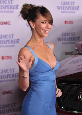 Jennifer Love Hewitt at Ghost Whisperer (2005)