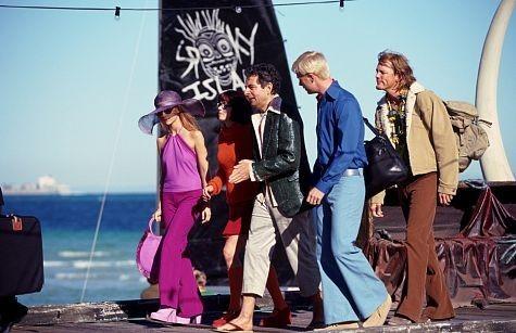 Rowan Atkinson, Matthew Lillard, Sarah Michelle Gellar, Linda Cardellini, and Freddie Prinze Jr. in Scooby-Doo (2002)
