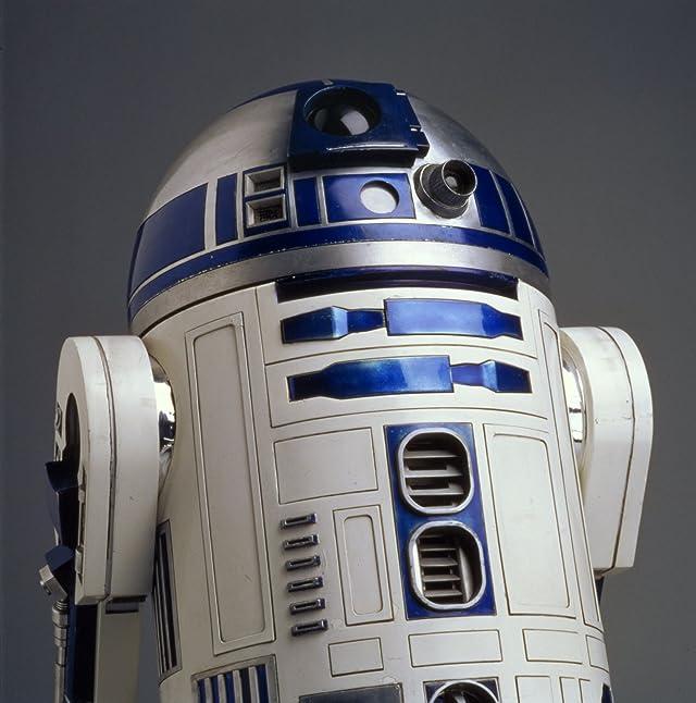 Kenny Baker in Star Wars: Episode IV - A New Hope (1977)
