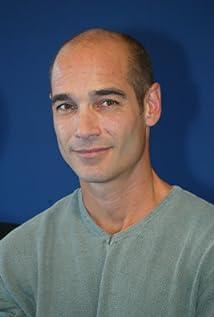 Aktori Jean-Marc Barr