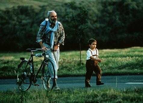 Zdenek Sverák and Andrey Khalimon in Kolya (1996)