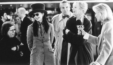 Kim Basinger, Danny Aiello, Linda Hunt, Sally Kellerman, and Tracey Ullman in Ready to Wear (1994)