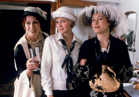 Jennifer Tilly, Kirsten Dunst, and Joanna Lumley in The Cat's Meow (2001)