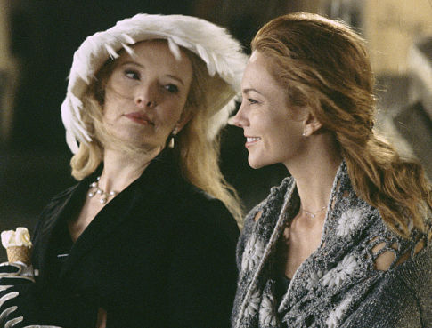 Diane Lane and Lindsay Duncan in Under the Tuscan Sun (2003)