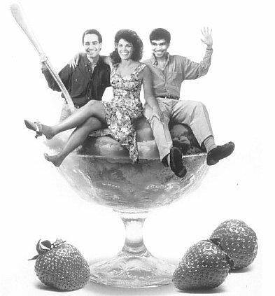 Vladimir Cruz, Mirta Ibarra, and Jorge Perugorría in Strawberry and Chocolate (1993)