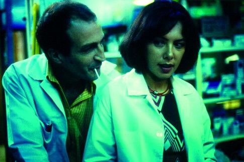 Daniel Giménez Cacho and Carmen Madrid in Nicotina (2003)