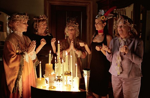 Sandra Bullock, Ellen Burstyn, Fionnula Flanagan, Maggie Smith, and Shirley Knight in Divine Secrets of the Ya-Ya Sisterhood (2002)