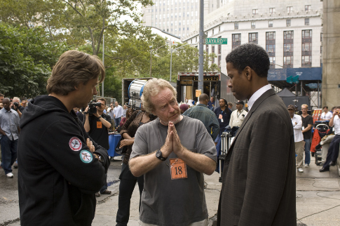 Russell Crowe, Denzel Washington, and Ridley Scott in American Gangster (2007)