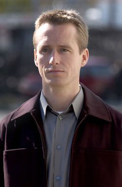 Linus Roache in The Forgotten (2004)