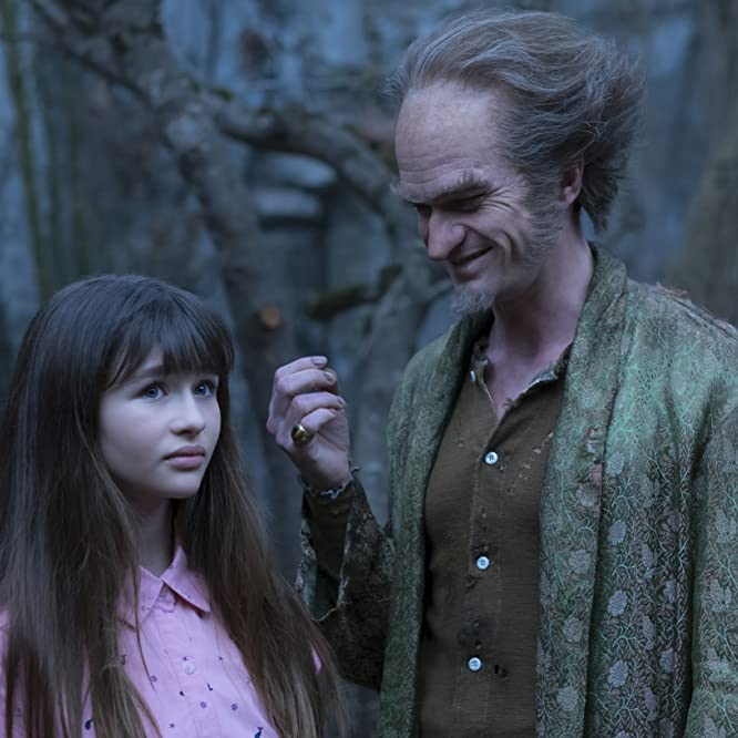 Neil Patrick Harris and Malina Weissman in A Series of Unfortunate Events (2017)