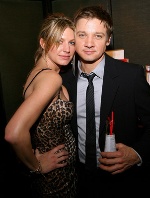 Jeremy Renner dating net worth tattoos smoking & body facts - Taddlr