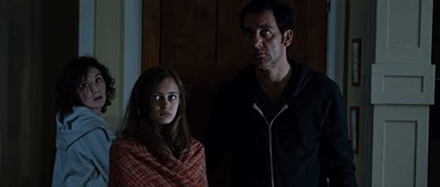 Carice van Houten, Clive Owen, and Ella Purnell in Intruders (2011)