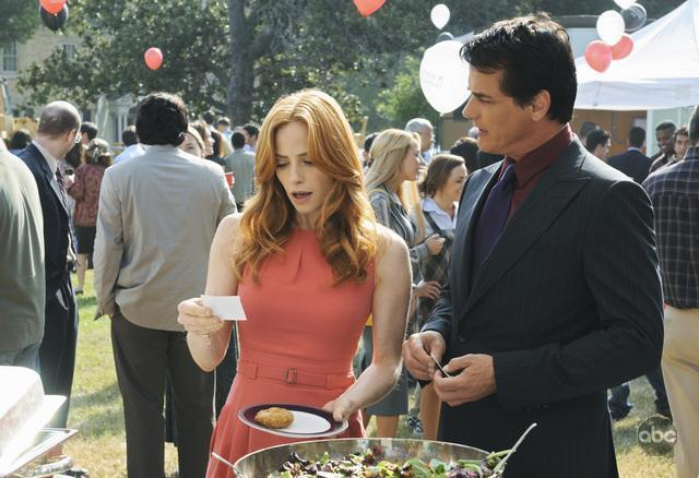 Paul Gross and Jaime Ray Newman in Eastwick (2009)