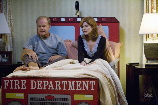 Kelsey Grammer and Melinda McGraw in Hank (2009)