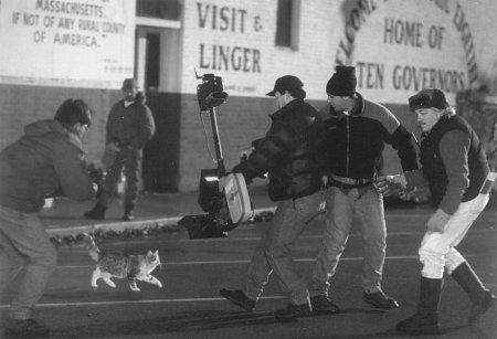 Larry Karaszewski in That Darn Cat (1997)