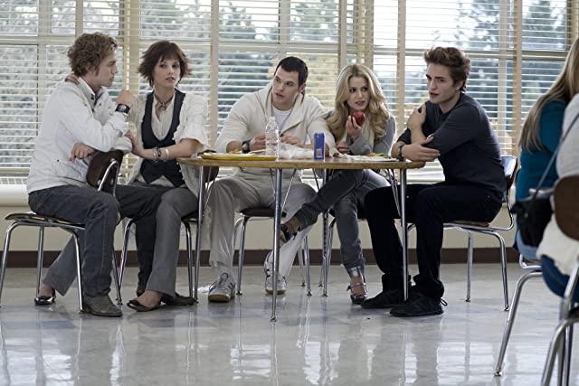 Nikki Reed, Robert Pattinson, Kellan Lutz, Jackson Rathbone, and Ashley Greene in Twilight (2008)
