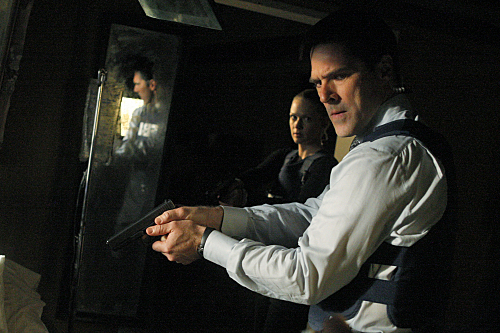 Thomas Gibson and A.J. Cook in Criminal Minds (2005)