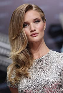 Aktori Rosie Huntington-Whiteley