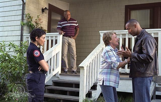 John Beasley, Dwayne Johnson, Barbara Tarbuck, and Kristen Wilson in Walking Tall (2004)