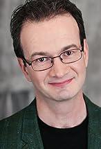Simon Harvey's primary photo