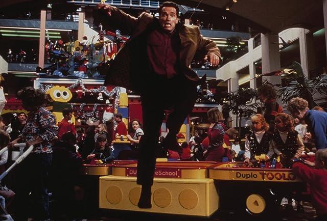 Arnold Schwarzenegger in Jingle All the Way (1996)
